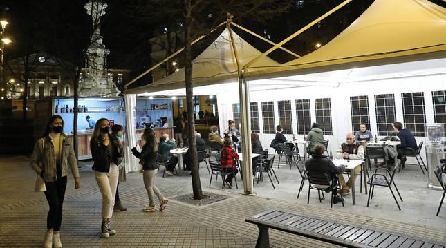 Las terrazas del paseo de Sarasate fueron las primeras en instalarse con autorización excepcional del Ayuntamiento.