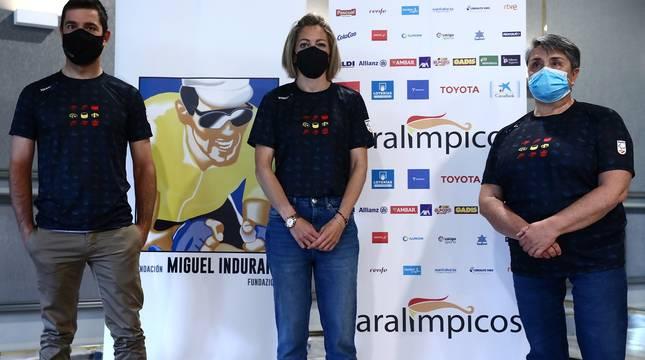 El ciclista Eduardo Santas, la atleta Izaskun Osés y la tiradora M.ª Carmen Rubio.