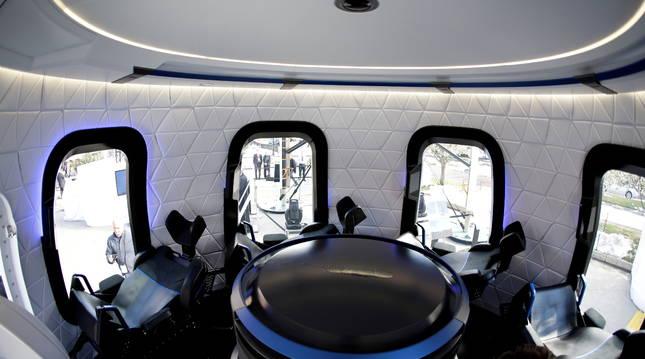 Así es el interior de la nave que será lanzada en julio por la compañía de Jeff Bezos, Blue Origin.