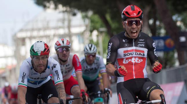 El ciclista australiano Caleb Ewan gana la séptima etapa del Giro.
