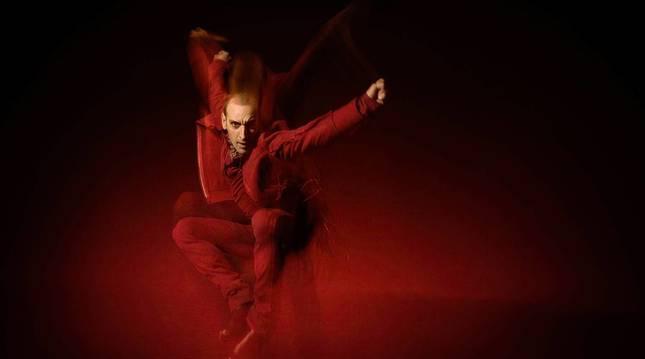 Rubén Olmo, bailando el solo Jauleña, coreografía creada e interpretada por él.