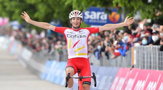 El francés Victor Lafay (Cofidis) en su llegada a meta en la 8ª etapa del Giro de Italia.