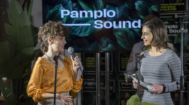 Anne Lukin, a la izquierda, en la presentación de Pamplosound.