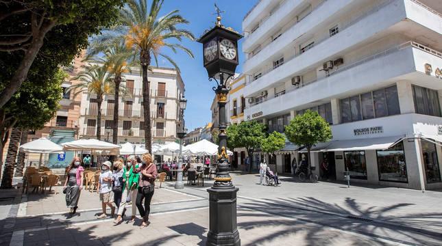 El primer reloj farola de España, de 1853, en Jerez de la Frontera.