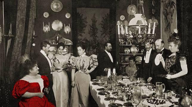 Imagen de una comida en casa de Emilia Pardo Bazán, del libro Los salones de Madrid 1898.