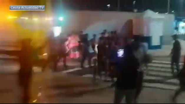 Miles de personas llegan nadando a Ceuta