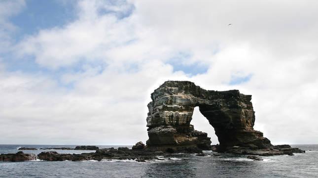 Colapsa el Arco de Darwin, un icono geológico y turístico de las Galápagos