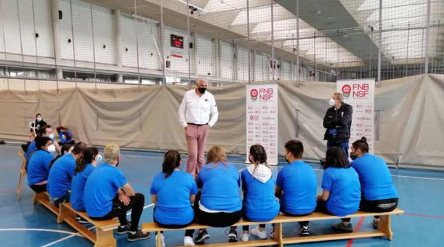 Romay apoya en Pamplona la inserción laboral a través del baloncesto