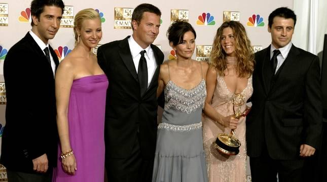 Ross, Phoebe, Chandler, Monica, Rachel y Joey, protagonistas de 'Friends' en una imagen de 2002.