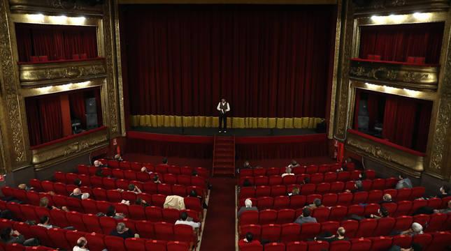 Imagen de una representación en el Teatro  Gayarre en noviembre, en la que se evidencian  las limitaciones de aforo.