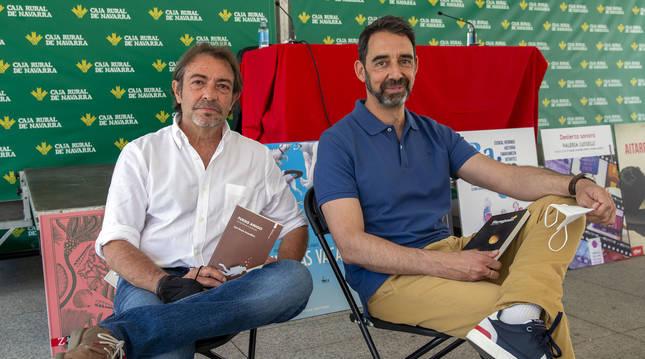 Juan Gracia (izda) y Manuel Horno, presentaron Fuego amigo  y Las haraganas respectivamente en la Feria del Libro.