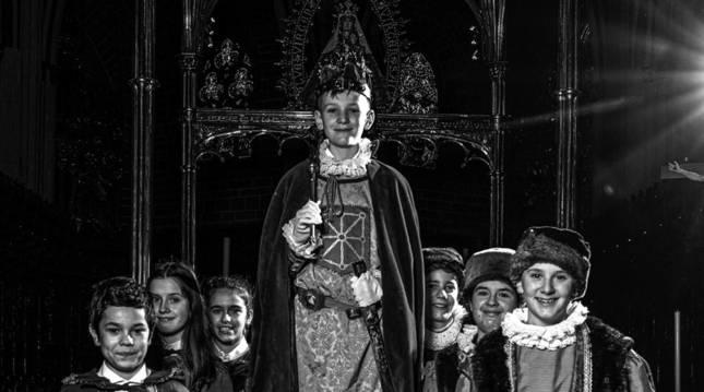 El investigador Fernando Hualde y el fotógrafo artístico Joseba Urretavizcaya unen fuerzas de nuevo en este proyecto editorial. 'Rey de la Faba' es el tercer ejemplar de la colección 'Navarra' de la editorial Xibarit.