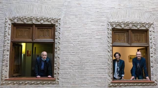 Raúl Urriza, Marta Juániz y Regino Etxabe, ayer en la casa de cultura de Estella.