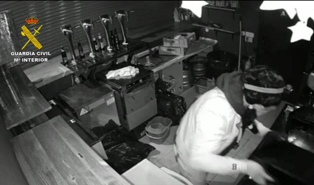Imagen del presunto autor de un robo con fuerza en un bar de Estella.