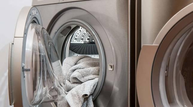 Poner la lavadora de madrugada puede acarrear una multa en algunas ciudades.
