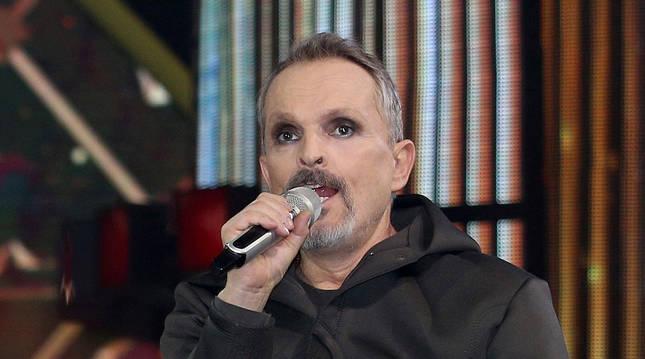 Miguel Bosé causa preocupación tras su aparición en programa de talentos mexicano.