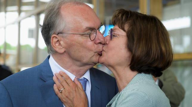Reiner Haseloff y su mujer.