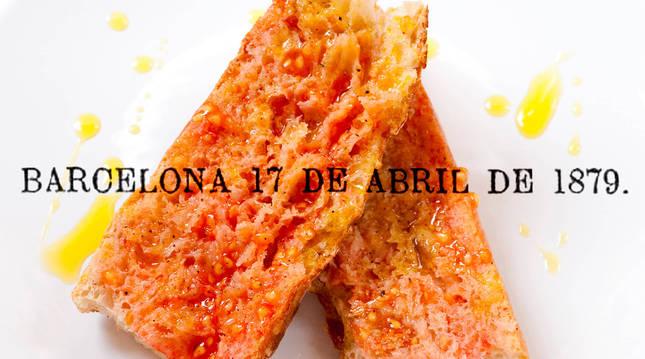 Fotomontaje de unas rebanadas de pan con aceite y tomate y la fecha de la primera mención al manjar.