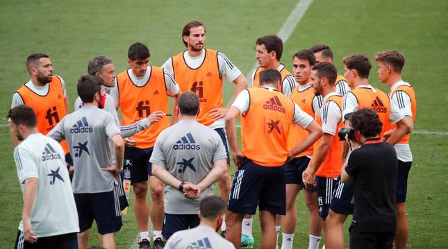 Entrenamiento de la selección española de fútbol antes de que se conociera el positivo por coronavirus de Busquets y Diego Llorente.