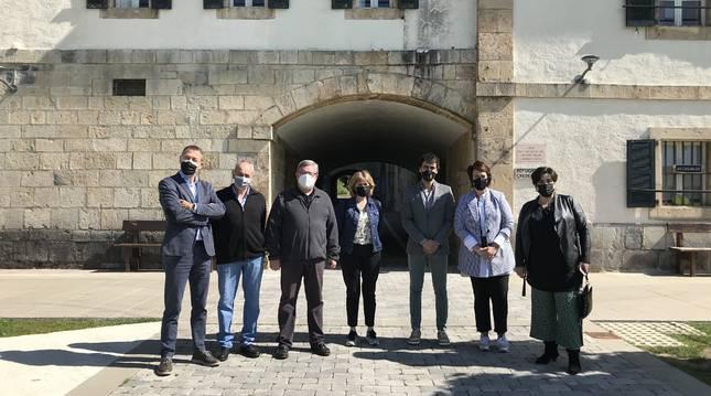 La Comisión de Universidad, Innovación y Transformación Digital del Parlamento de Navarra ha visitado Roncesvalles para comprobar la llegada de la banda ancha