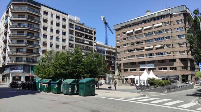 Imagen de la plaza del Vínculo de Pamplona, donde ha aparecido el cadáver, este miércoles.