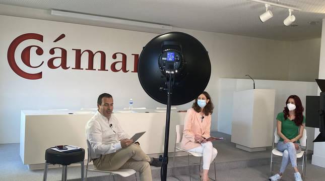 Un momento de la intervención de Cristina Oroz Project manager del proyecto 'Somos FP Dual',Zuleymi Siverio y Ander Salinas embajadores de la FP Dual.