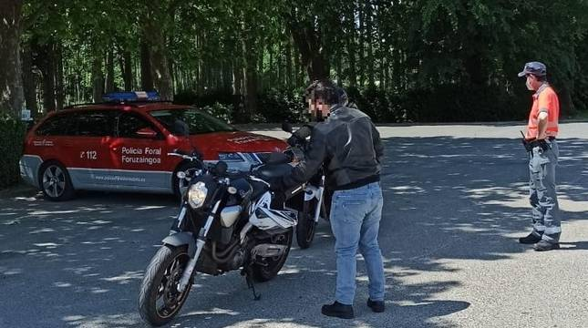 Imagen de archivo de un control a un motorista.