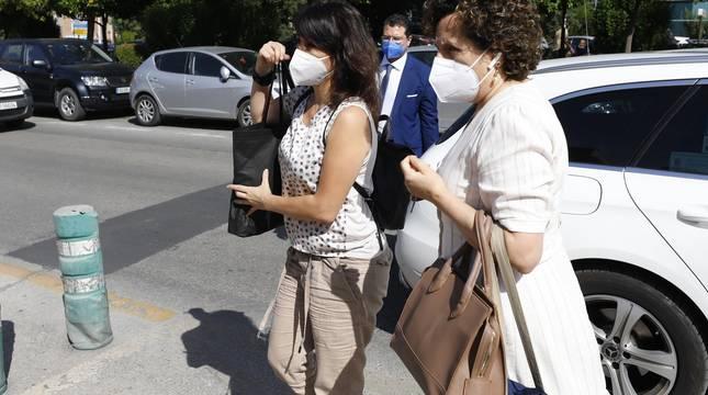 Juana Rivas acude a el Centro de Inserción Social Matilde Cantos en Granada capital acompañada de sus abogados.