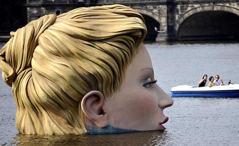 Una sirena en Hamburgo  AGENCIAS