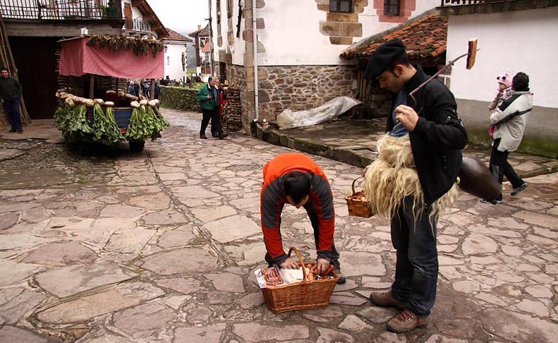 Ituren y Zubieta renuevan su hermanamiento por carnaval  G.M.A.