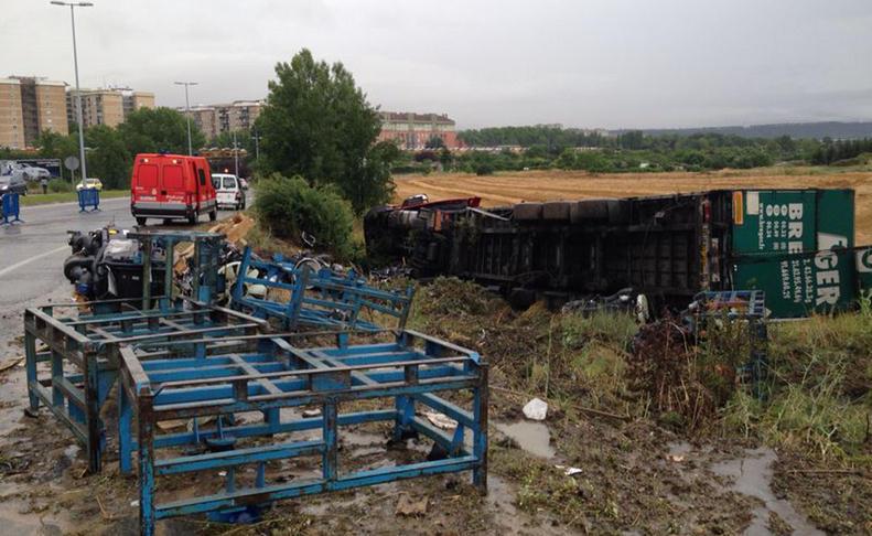 Accidente camión en mi barrio _accidentecamin_f169293b