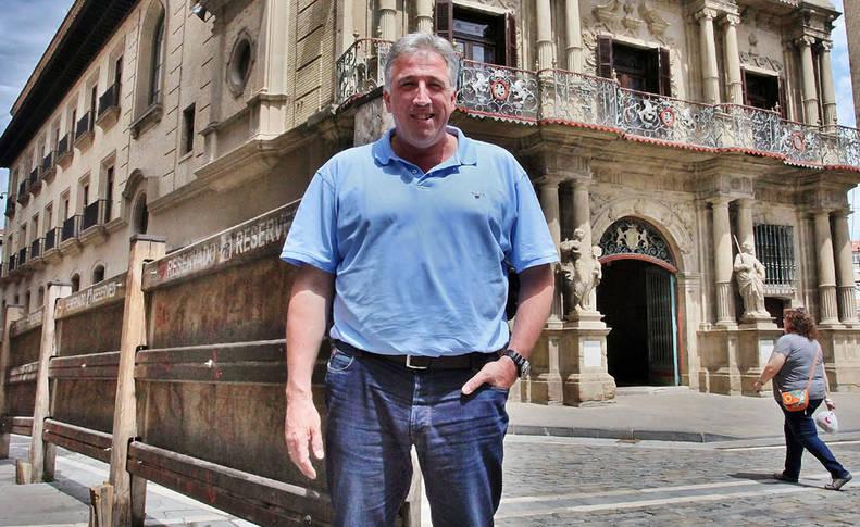 """Joseba Asiron: """"Queremos que la ikurriña esté mañana presente en el edificio y en la plaza"""""""