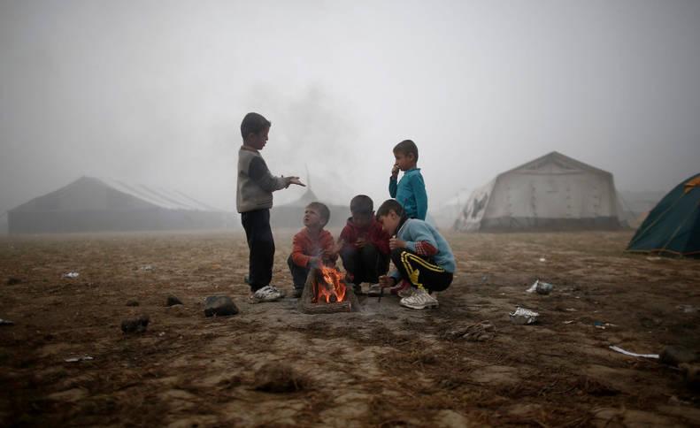 """Unicef muestra su preocupación por 24.000 niños """"atrapados"""" en Grecia"""