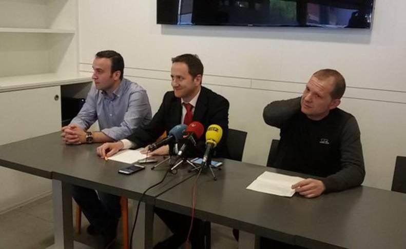 Chema Rodríguez, Rafael Hernández y Eduardo Díaz, en rueda de prensa.