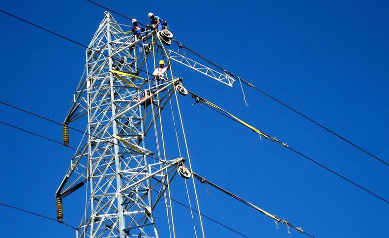 El precio de la luz había acumulado un abaratamiento del 19% hasta abril.
