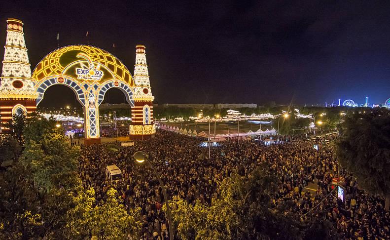 """El """"Alumbrao"""" abre una Feria que adapta su calendario oficial a la realidad social"""