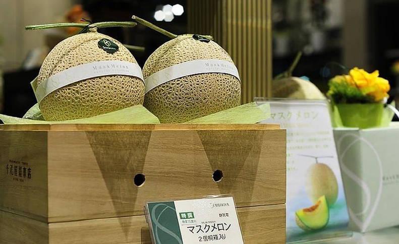 El lujo de la fruta en Japón: una fresa a 400 euros y melones a 200