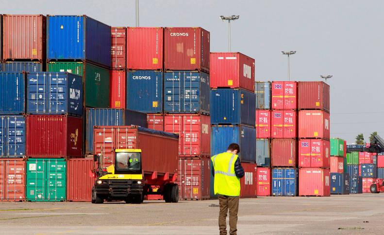 Un estibador, en un puerto español.