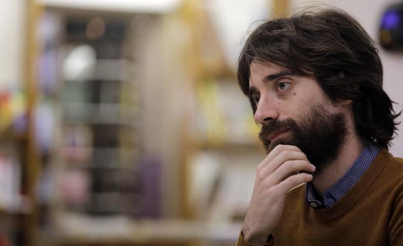 Fotografía del escritor Juan Gómez Bárcena tras el estreno de su tercera novela, 'Kanada'.