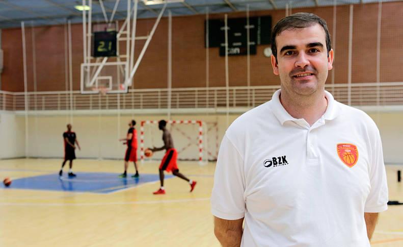 """David Mangas, entrenador del Basket Navarra: """"La gente se va a enganchar al equipo"""""""