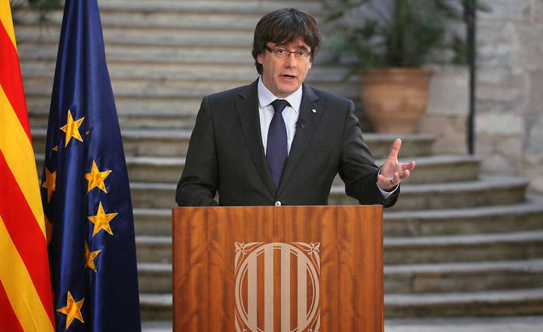 Fotografia facilitada por la Generalitat de Cataluña del presidente cesado, Carles Puigdemont, durante su comparencia grabada de este sábado.
