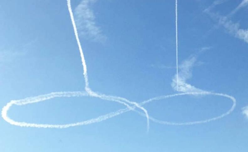 Pilotos de la Marina de EE UU dibujan un pene en el cielo de Washington