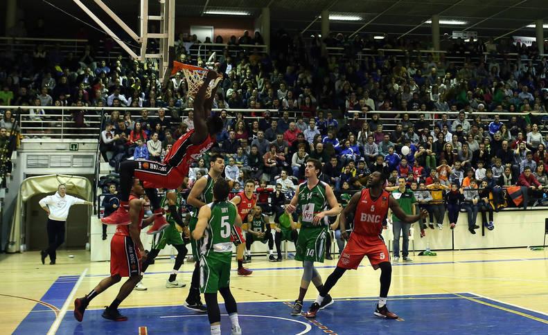 El líder corta la racha del Basket Navarra