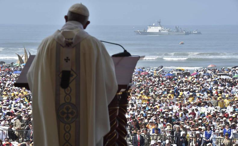El Papa alerta de los sicarios en Perú y se solidariza con las víctimas de 'El Niño'