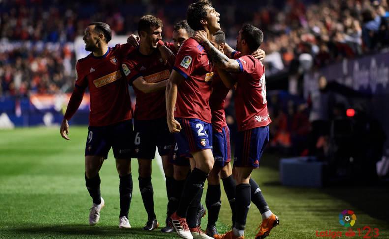 Los jugadores de Osasuna celebran el único gol del partido.