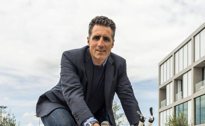 Induraín viajará de Santander a Madrid sin dinero en efectivo