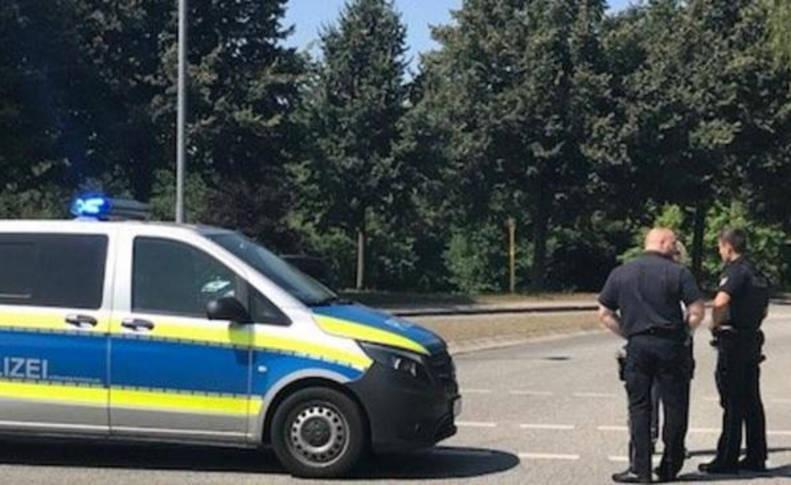 Varios agentes, en la ciudad de Lübeck, donde se ha producido el ataque.