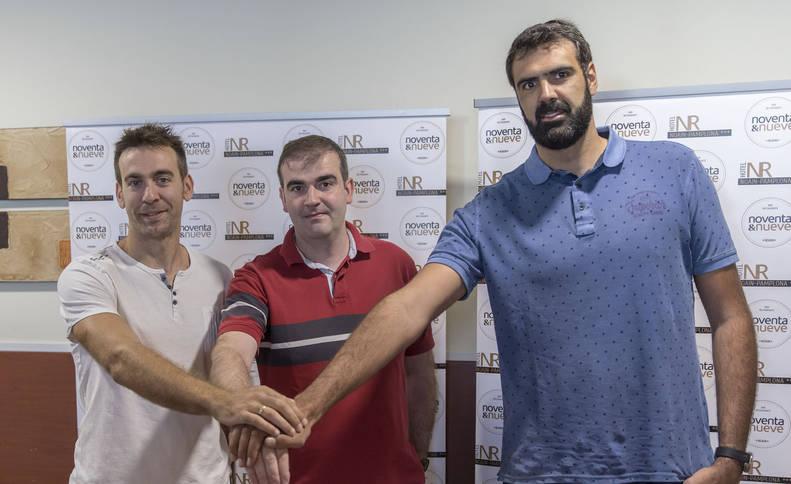 El capitán Iñaki Narros, el entrenador David Mangas y el pívot Eduardo Hernández-Sonseca, en la rueda de prensa este viernes.