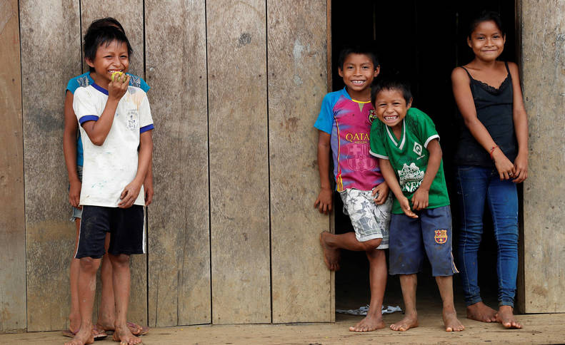 foto de Niños de la aldea amazónica.