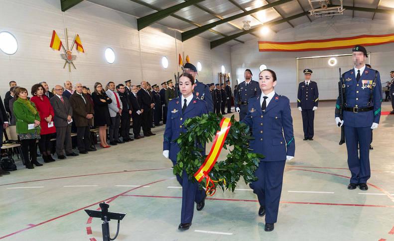 Homenaje a los caídos que tuvo lugar ayer en el polígono de tiro de Bardenas con motivo de la celebración de Nuestra Señora de Loreto.